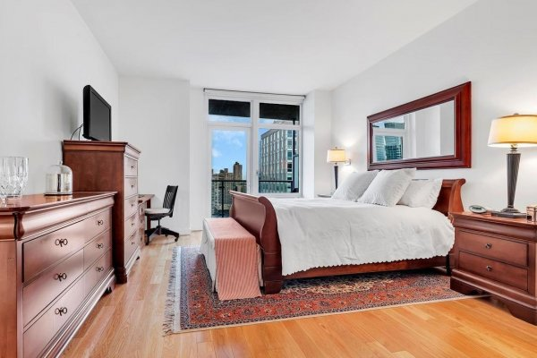 Awesome Two-Beds Condo Available In Lincoln Square